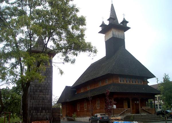 biserica-de-lemn-sf-constantin-si-elena-baia-sprie-01