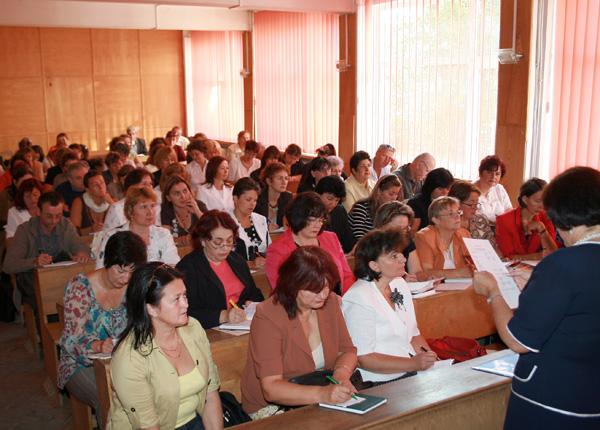 competentele din programa scolara depasesc pregatirea profesorilor  u00ab informa u0163ia zilei