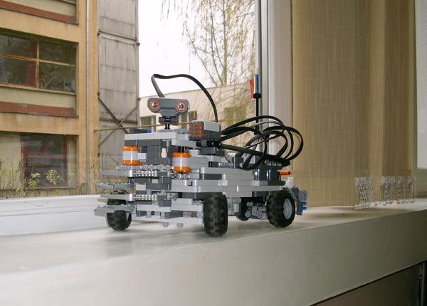 robot-lego01