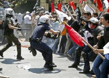 Lupte de strada in Grecia