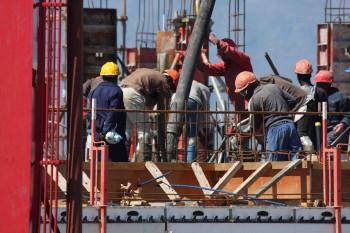 muncitor constructii