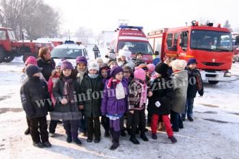 [Imagine: elevii-Scolii-generale-Grigore-Moisil-in...50x233.jpg]