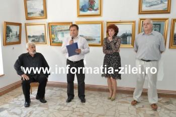 Stefan Sileanu (stanga) in timpul vernisajului prezentat de Eugen Munteanu, Felicia Grigorescu si dr. Cornel Palfi