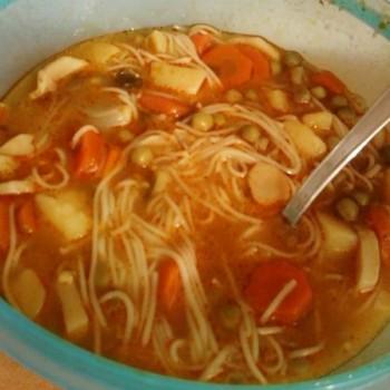 Supa de mazare cu zarzavaturi