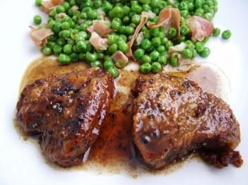 Muschiulet de porc cu mazare verde