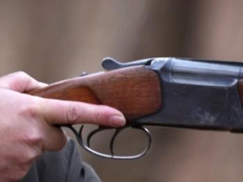 Un coleg de vanatoare nu si-a asigurat arma si la impuscat in fata si in mana