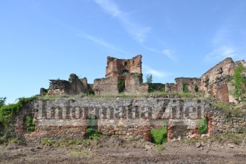 Castelul Lonyai din Mediesu Aurit va deveni punct de atracţie turistică