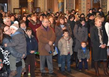 Creştini la Catedrala Ortodoxă Adormirea Maicii Domnului
