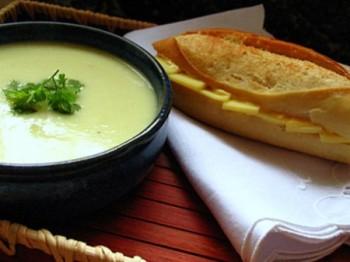 Supă de cartofi cu praz