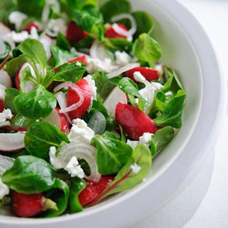 Salată de ridichi de lună cu brânză