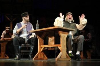 Scenă din primul act. În stânga, protagonistul Richard Balint