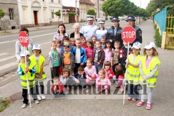 copii cu politisti
