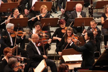 Shinya Ozaki la pupitrul orchestrei Filarmonicii