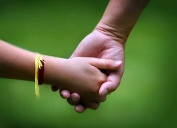 Un alt aspect este acela că adopţia va putea fi stabilită şi în cazul în care părinţii sau rudele care au putut fi găsite declară că nu doresc să se ocupe de copil, însă, ulterior, refuză să semneze declaraţiile care ar permite declararea ca adoptabil a copilului