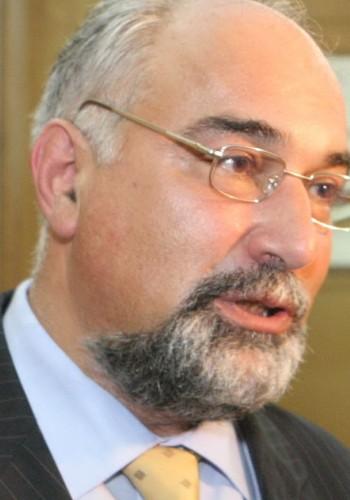 Varujan Vosganian: Dacă nu le dai pleacă