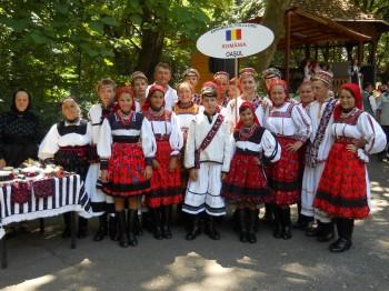 Luna iulie a fost pentru artiştii din Ţara Oaşului o lună cu multe apariţii, oşenii fiind prezenţi la numeroase manifestări culturale de la noi din ţară
