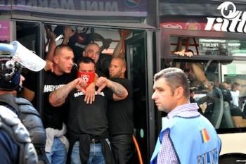 Suporteri unguri in autobuz-foto Agerpres