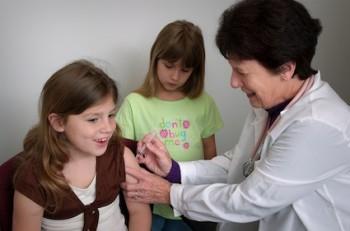 Platformă online destinată părinţilor pentru a discuta cu medicii de familie despre vaccinareÎncepe campania de vaccinare şcolară cu vaccin ROR