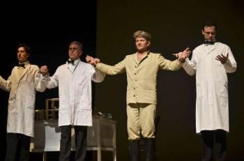 Trio-ul de doctori )Cristian Iorga, Vasile Blaga, Vlad Mureşan) şi cobaiul lor uman