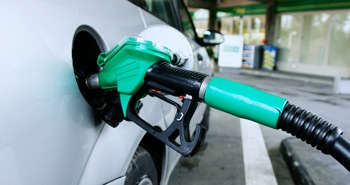 Petrom va ieftini carburantii de vineri