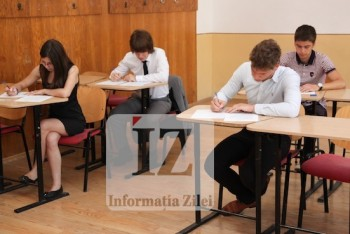 Elevi în plin examen