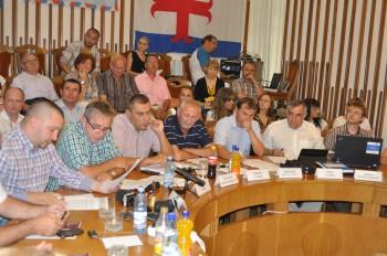 Cei 17 consilieri locali care au votat pentru amânare au luat această decizie motivând că vor să fie în cunoştinţă de cauză înainte de a da undă verde proiectului