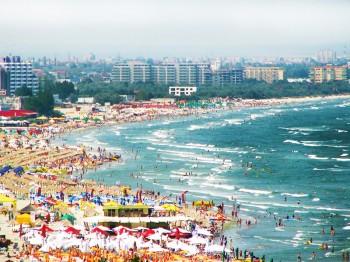 Terminarea şcolii la finalul lunii iunie va afecta vacanţele pe litoralul românesc care începuse să fie populat la debutul sezonului estival