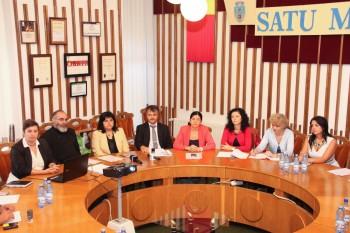 Miercuri, 17 septembrie 2014, în sala de șadințe a Consiliului local a avut loc întâlnirea oficială pentru semnarea parteneriatului în vederea constituirii unui grup de lucru inter-sectorial pentru prevenirea și combaterea excluziunii sociale a persoanelor vulnerabile din Satu Mare