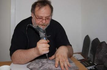 Christian Paraschiv la masa de lucru