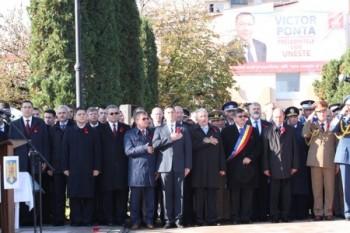 In timpul intonarii Imnului de Stat al Romaniei