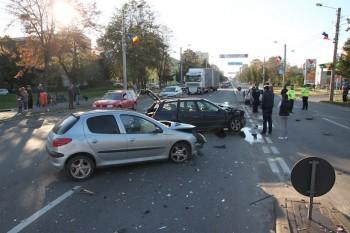 Autoturismele au fost avariate in urma accidentului