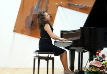 Alexa Stier în recitalul de luni
