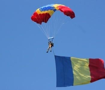 parasutistul care a adus la sol Tricolorul