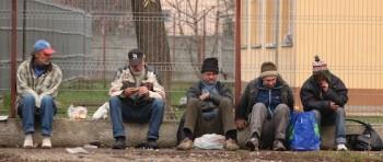 Adăpostul poate găzdui, cu suplimentarea locurilor, 80 de persoane nevoiaşe