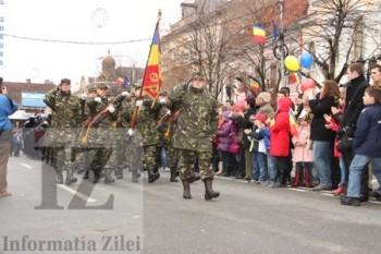 militari ai Batalionul 52 Geniu defileaza la 1 Decembrie