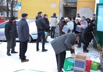 A opta ediţie a programului de distribuire a alimentelor de la Uniunea Europeană românilor săraci nu doar că bate pasul pe loc, ci pare să fie cea mai dificilă de până acum
