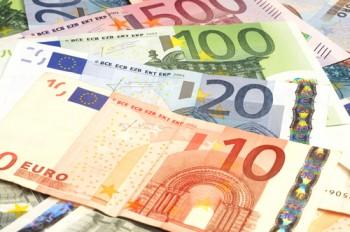 Euro s-a depreciat fata de dolar ajungand la cel mai redus nivel din ultimii noua ani
