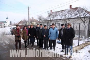 Participanţi la receţia reţelei de canalizare în satul Petin
