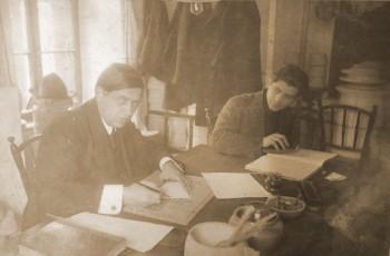 Aurel Popp în atelierul de director al Fabricii DAC. Foto: Arhivele Naţionale Satu Mare