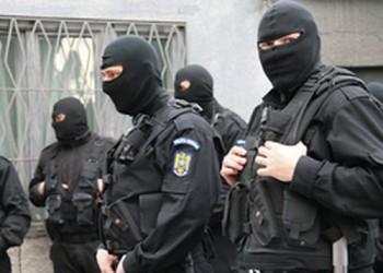 Peste 30 de politisti efectueaza perchezitii domiciliare la Buzau si Satu Mare