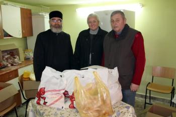 """Asociaţia """"Sfântul Acoperământ al Maicii Domnului"""" a împărţit  190 de pachete asistanţilor cu ocazia Sfintelor Paşti"""