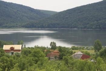 Lacul Calinesti Oas, unul dintre obiectivele turistice din zona de Nord a judetului Satu Mare