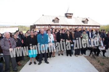 Izvorul Tămăduirii a adunat sute de pelerini la mănăstirea Măriuş