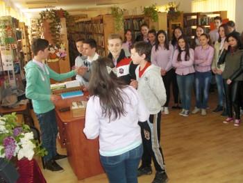 La manifestări au fost invitaţi elevii clasei a VIII-a A de la Şcoala Gimnazială Tăşnad, elevi pregătiţi de profesoara Adriana Hărdălău