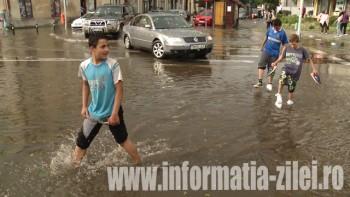 Inundaţii în centrul municipiului Satu Mare dupa furtună