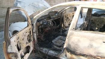 Masina a ars in totalitate din cauza unui scurt circuit