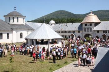 Aproximativ 1000 de credincioşi au participat la hramul mănăstirii Maica Domnului Portăriţa