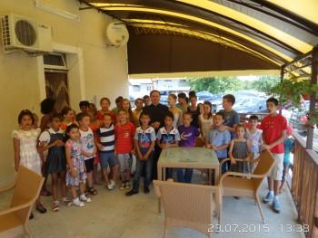 35 de copii şi-au expus lucrările în biserica din localitate