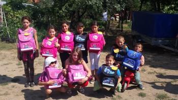 """Fondatoarea Organizaţiei Unite în Good a venit la Satu Mare dorind să le înmâneze personal copiilor ghiozdanele achiziţionate în cadrul campaniei """"Provocarea Ghiozdanul"""""""