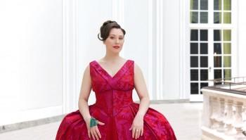"""Jennifer O'Loughlin, solistă în """"Carmina Burana"""""""